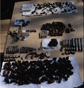 Раскопанные 3 апреля 2001 г. фрагменты боеприпасов.